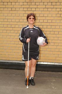 Auf dem Weg zum Fußball spielen