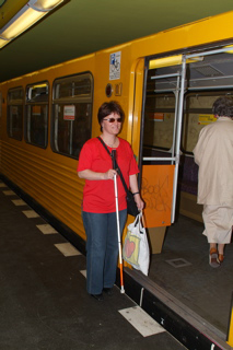 Silja steigt in die U-Bahn ein