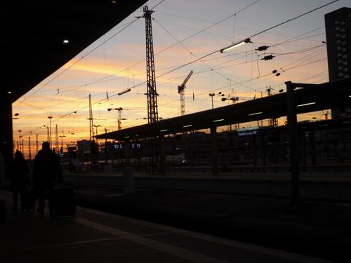 Silja Korn, Bahnhof bei Sonnenuntergang