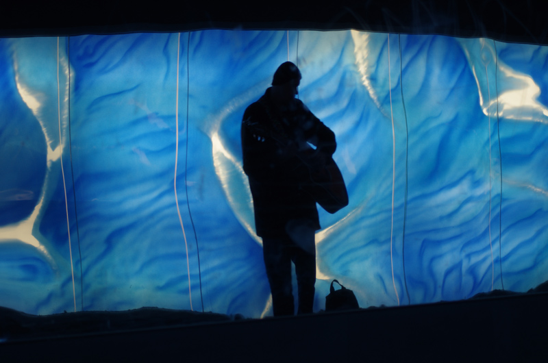 Silja Korn, blauer Tunnel