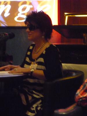 Silja liest in der Bristol Lounge