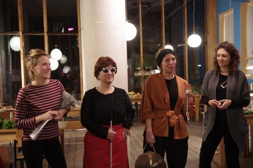 Silja Korn mit Gruppe
