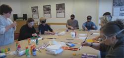 Silja Korn beim Blind malen Workshop im Nachbarschaftshaus Urbanstraße
