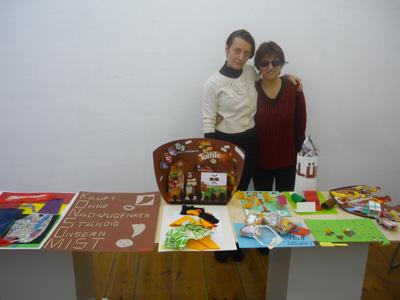 Silja Korn, Jovana Komenic mit den Workshoparbeiten